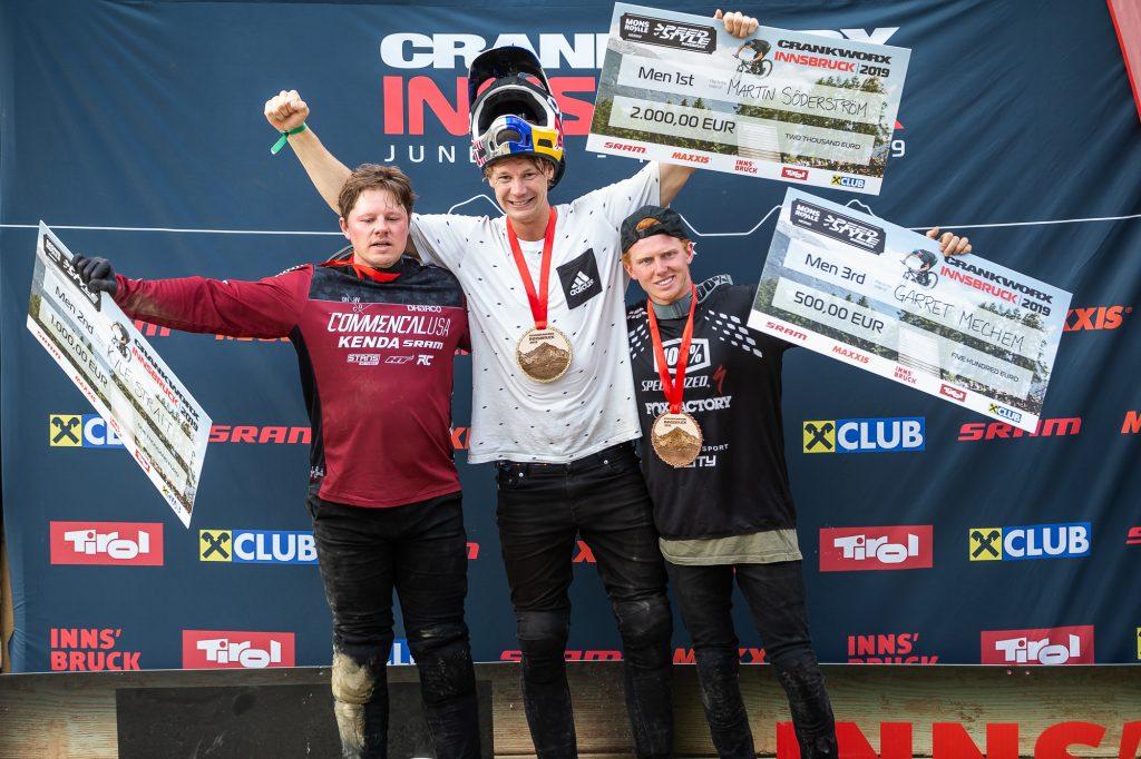 Es stehen die drei Gewinner der Disziplin Speed & Style auf dem Podium von Crankworx Innsbruck 2019. Ganz oben Martin Söderström, gefolgt von Kyle Strait und Garret Mechem